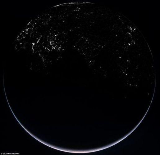 Интересное: Земля в иллюминаторе видна