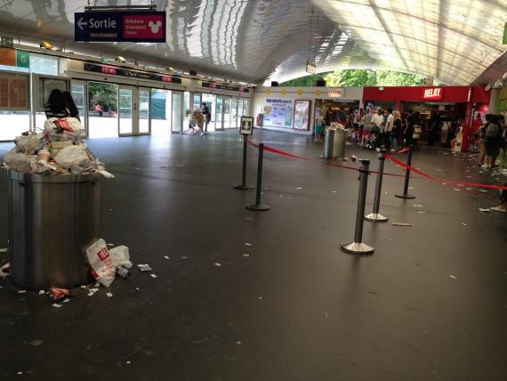 Жизнь: ЖД вокзал, Париж.
