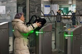 Жизнь: Проезд в метро при помощи мобильника