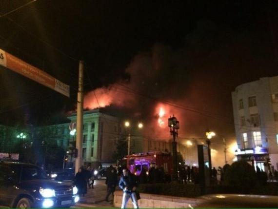 Проишествия: В Махачкале горит здание ФСБ