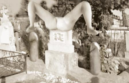 Общество: Памятник жене:-)