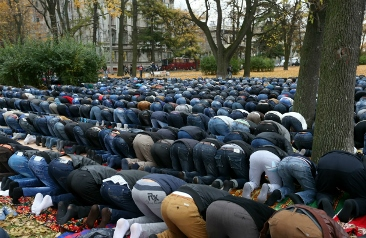 Общество: Мусульманам всё мало!
