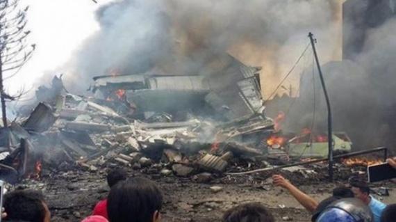 Проишествия: Самолет упал на отель