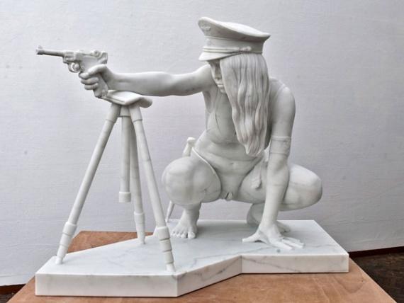 Интересное: Скульптуры с оружием
