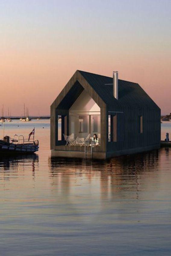Плавающий дом на воде