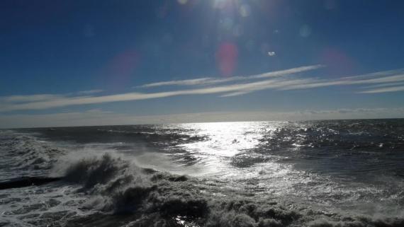 Адлер: Море волнуется...