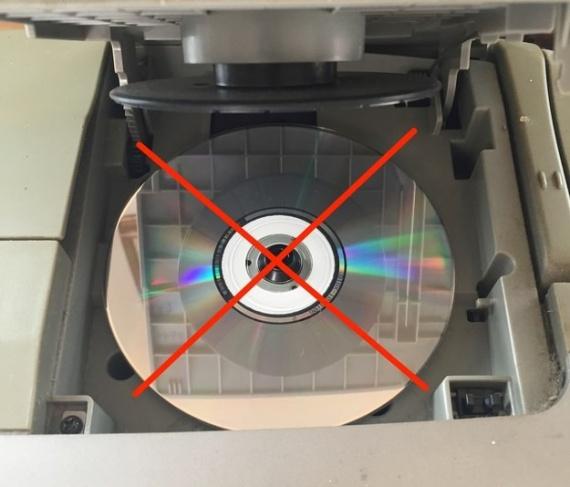 Общество: Снова появляются инструкции, как пользоваться CD