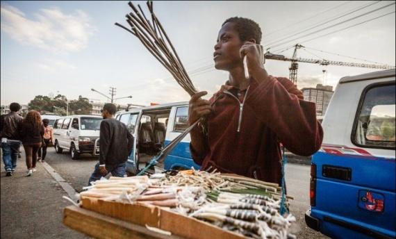 Интересное: Почему эфиопы ходят с палками во рту