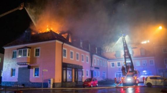 Проишествия: Пожар в гостинице для мигрантов порадовал толпу в немецком Баутцен