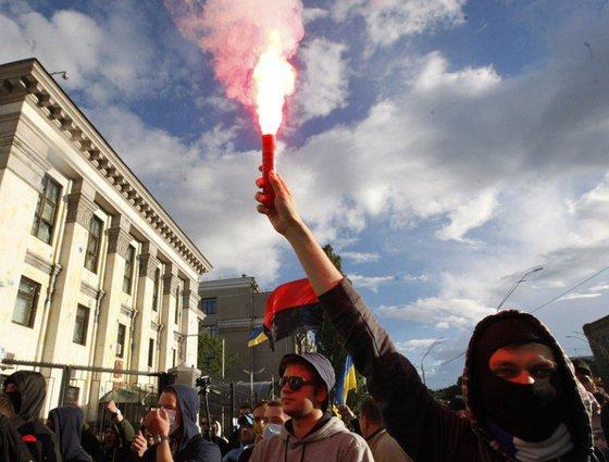 Общество: В случае штурма посольство России пойдет на крайние меры