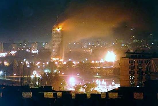 Политика: Семнадцать лет назад Америка принесла *демократию* в Югославию