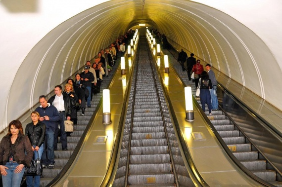 Интересное: Почему поручень эскалатора движется медленнее?