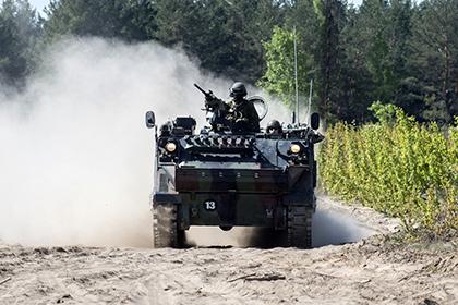 Политика: Страны Балтии задумались об отмене виз для солдат НАТО