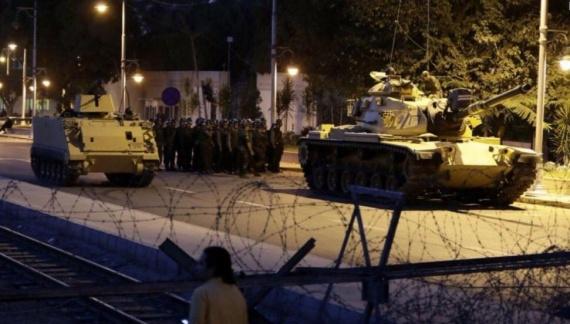 Проишествия: Военный переворот в Турции