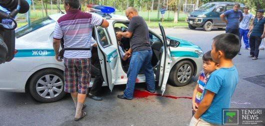 Проишествия: Нападение в Алматы на полицейских. Двое стражей порядка погибли