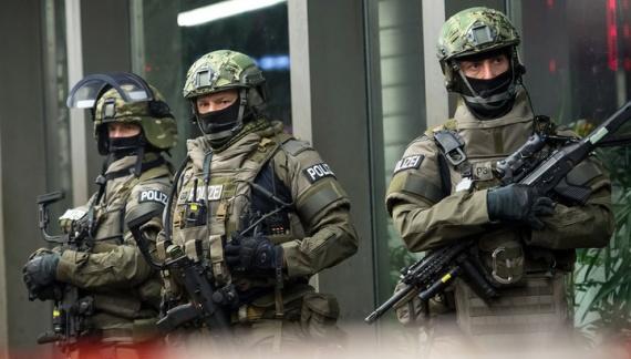 Криминал: Стрельбу в Мюнхене устроил мигрант ( кто бы сомневался)