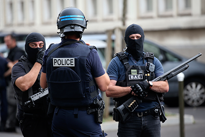 Криминал: Два человека захватили заложников  на севере Франции