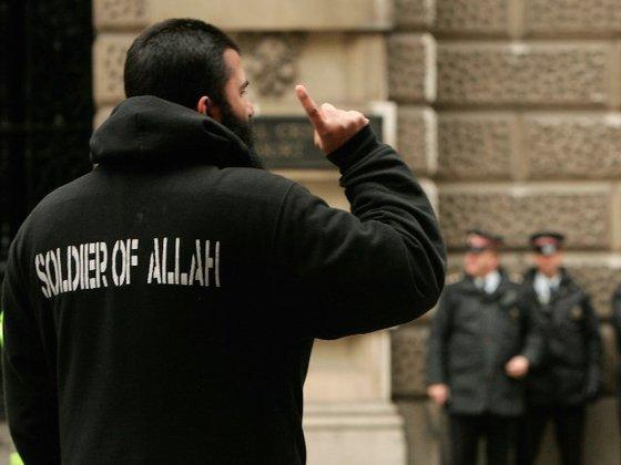 Проишествия: Шариат или смерть - мигранты терроризируют Европу