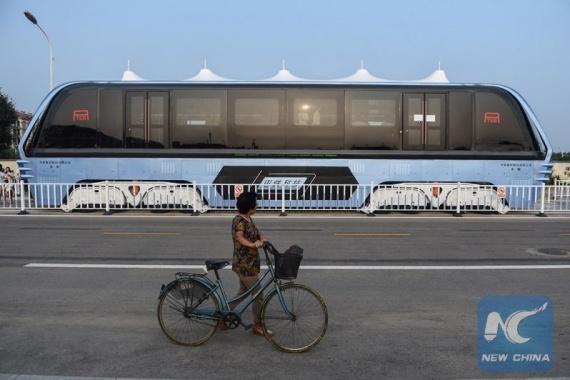 Интересное: Китайцы испытали надземный автобус