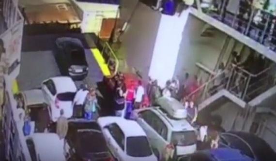 Проишествия: *Я должен быть первым!* Водитель утопил авто при высадке в Крыму