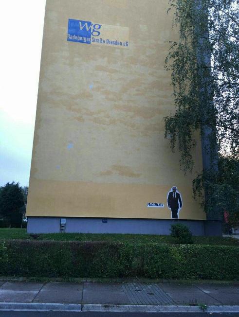 Личность: Граффити с Путиным появилось на доме, где он жил во время службы