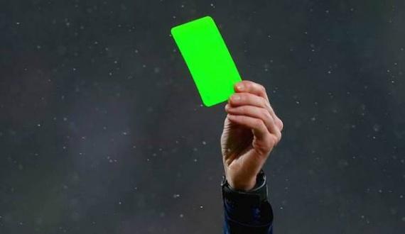 Спорт: Впервые в истории футбола игроку была показана зеленая карточка