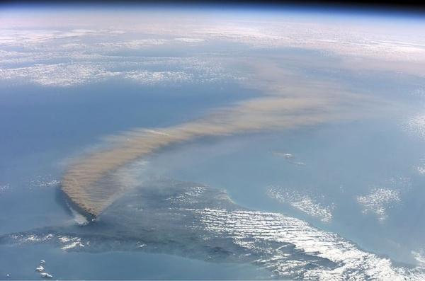 Общество: Адмирал Кузнецов, вулкан Этна или как делаются вбросы