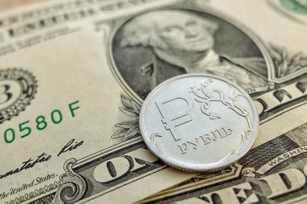 Финансы: Курс доллара упал ниже 61 рубля
