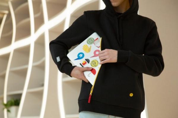 Интересное: «Яндекс» выпустил толстовки с карманом для ноутбука