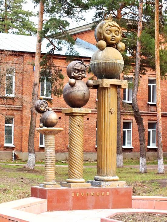 Картинки: Памятник неваляшке в Котовске