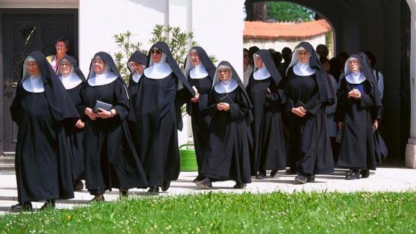 Безумный мир: Впустили негра в монастырь