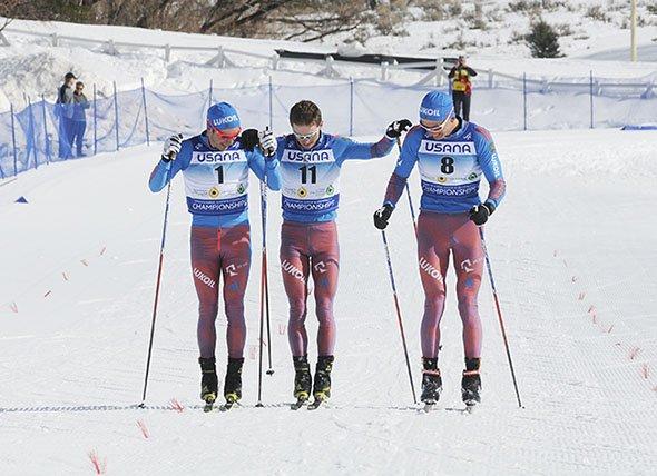 Спорт: Российские лыжники пешком и в обнимку пересекли финиш на молодежном ЧМ в США