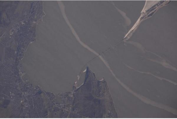 Общество: Космонавт Олег Новицкий выложил фото строящегося Крымского моста