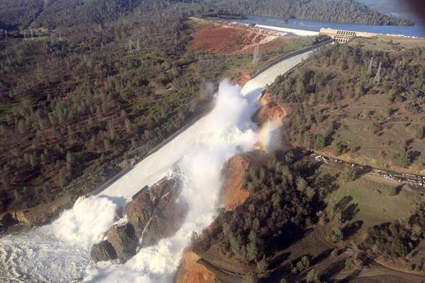 Происшествия: Прорыв плотины в США