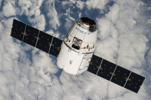 Новости: Космический грузовик Dragon не смог пристыковаться к МКС