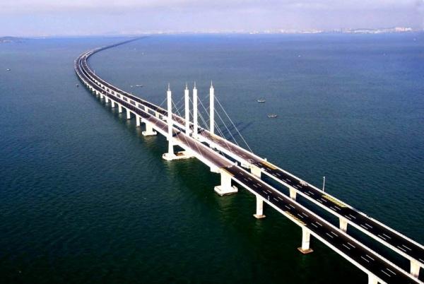 Новости: Керченский мост готов на 50%. В следующем году откроется автомобильное движение.