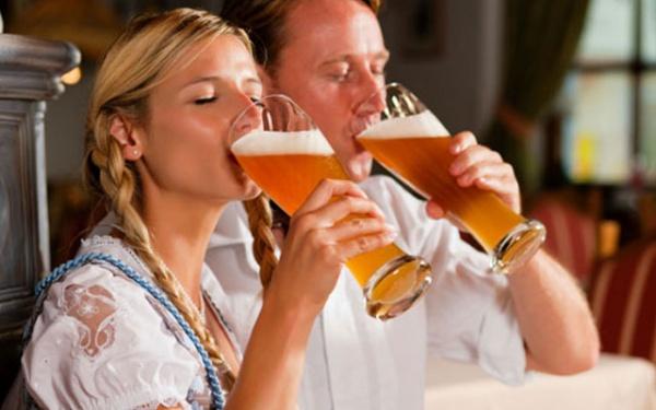 Семья: Ученые советуют парам пить алкоголь вместе