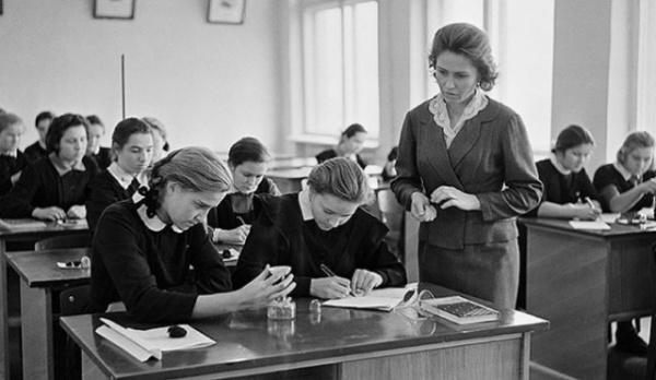Общество: Министр образования России — за возвращение к традициям советского оразования