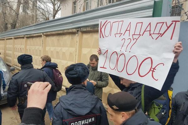 Общество: Школота требует 10 тысяч евро у Навального:-)