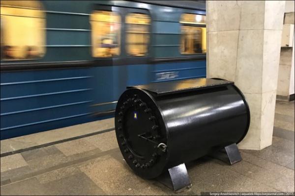 Интересное: Черные ящики в метро