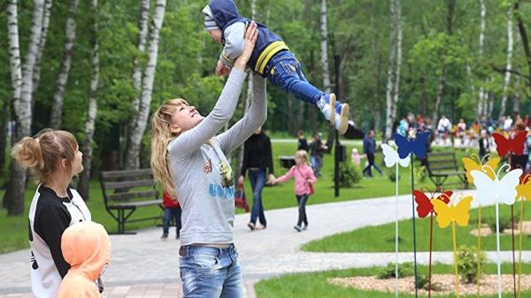 Семья: Выплаты пособия по уходу за ребёнком предлагают продлить до семи лет