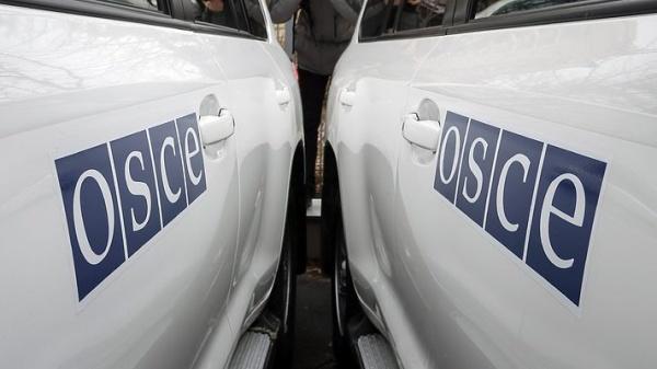 Терроризм: Автомобиль ОБСЕ подорвался на фугасе в Луганской области