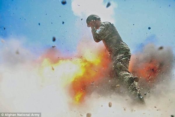 Война: Военный фотограф заснял свою смерть