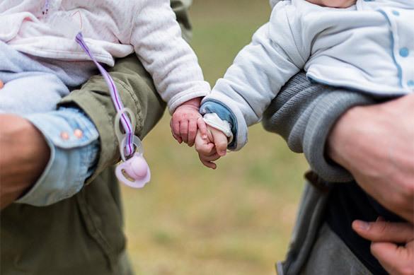 Семья: В России предлагают ввести налог на бездетность