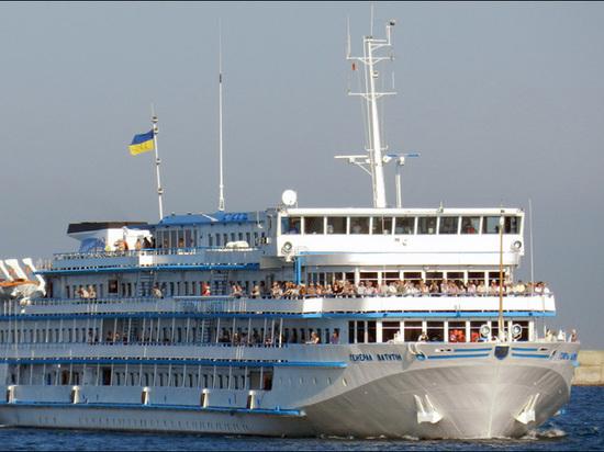 Происшествия: Украинский круизный лайнер «Ватутин» внезапно изменил курс и идет к берегам России