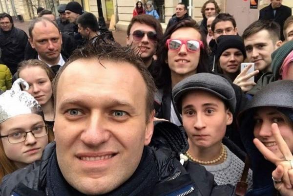 Право и закон: Зачем Навальный снова пытается вывести подростков под дубинки ОМОНа
