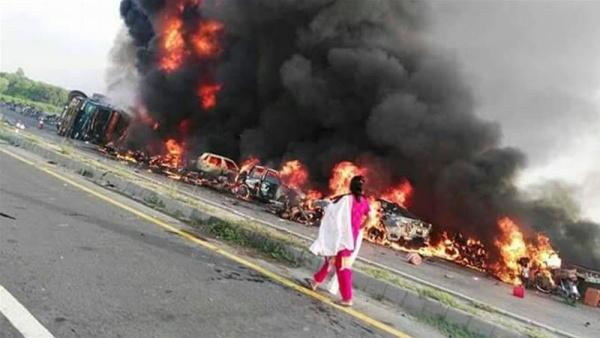 Происшествия: 123 человека погибли при взрыве нефтевоза в Пакистане