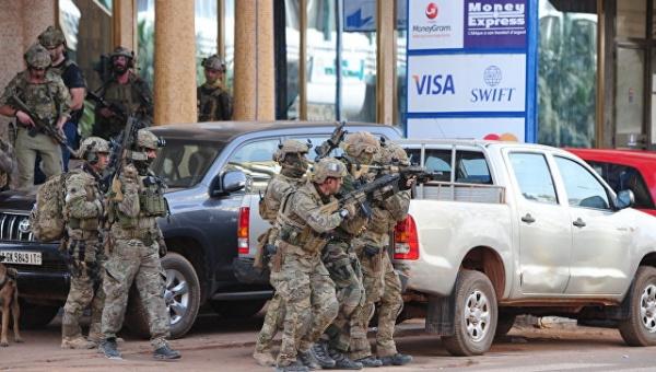 Терроризм: В столице Буркина-Фасо боевики убили 17 человек в захваченном ими ресторане