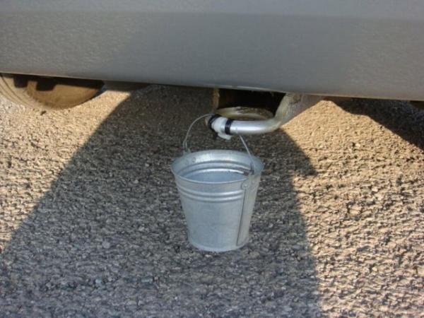 Интересное: Зачем на автомобили вешают ведерко?