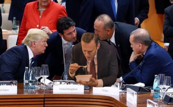 Картинки: Навальный и доширак